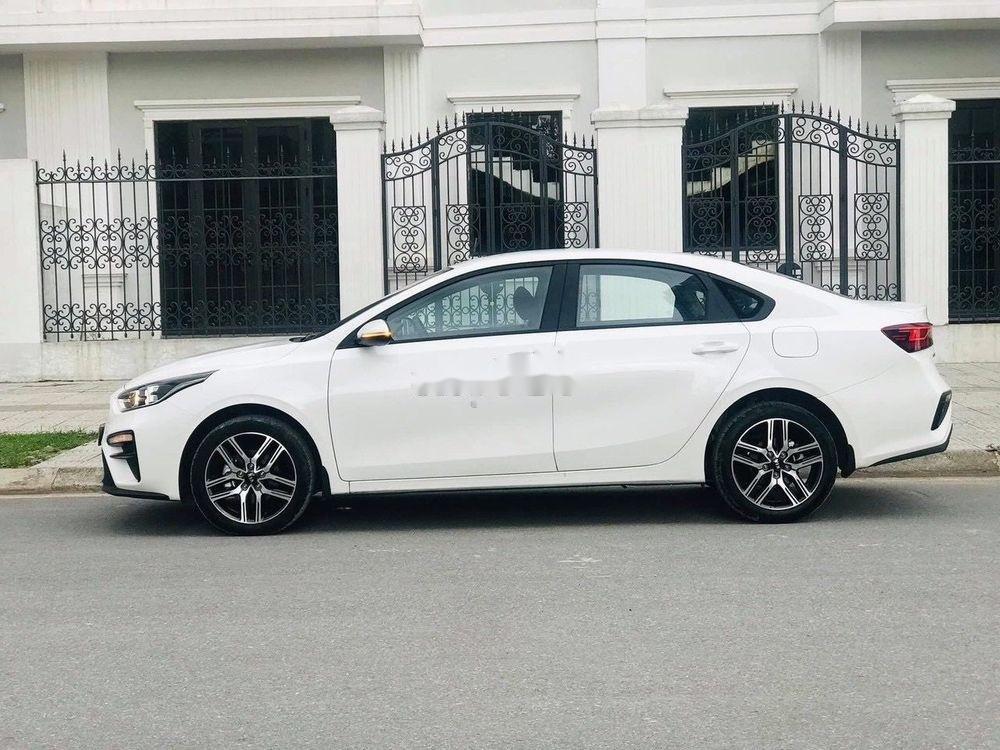Cần bán gấp Kia Cerato 1.6MT đời 2019, màu trắng, giá 555Tr (2)