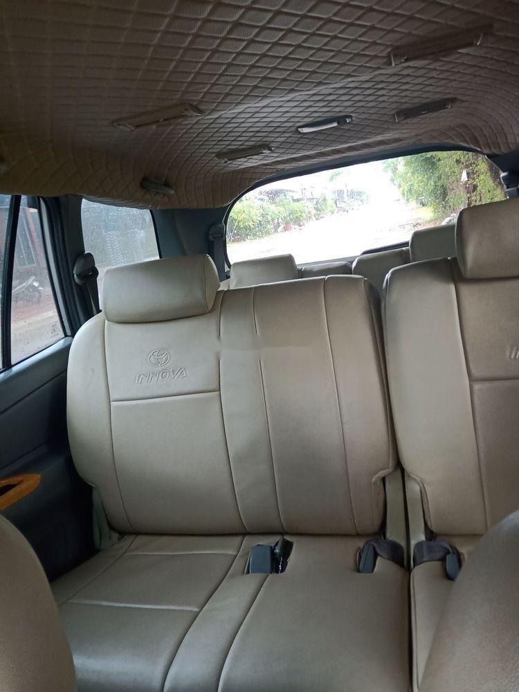 Cần bán gấp xe cũ Toyota Innova sản xuất 2006, màu bạc (4)