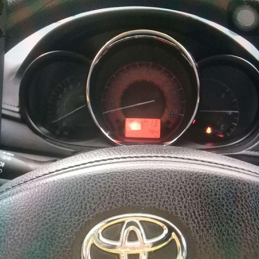 Cần bán gấp Toyota Yaris năm 2014, màu đỏ, xe nhập (3)