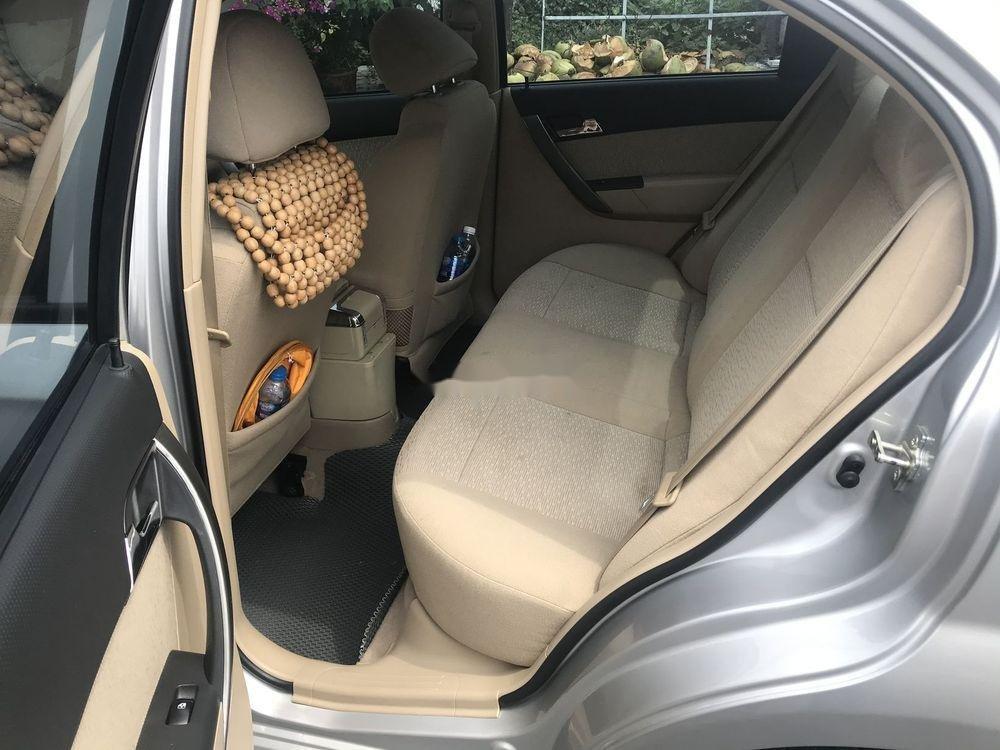 Cần bán Chevrolet Aveo năm 2017, màu bạc chính chủ, giá tốt, xe nguyên bản (5)