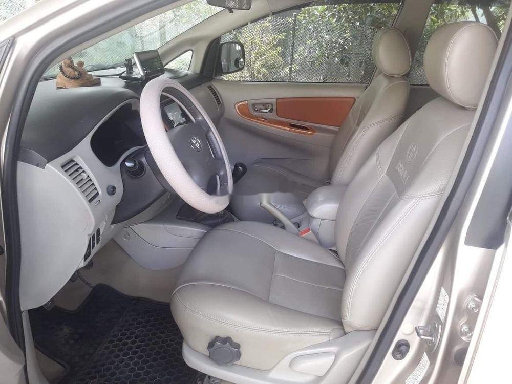 Bán Toyota Innova đời 2011 xe gia đình, giá tốt (3)