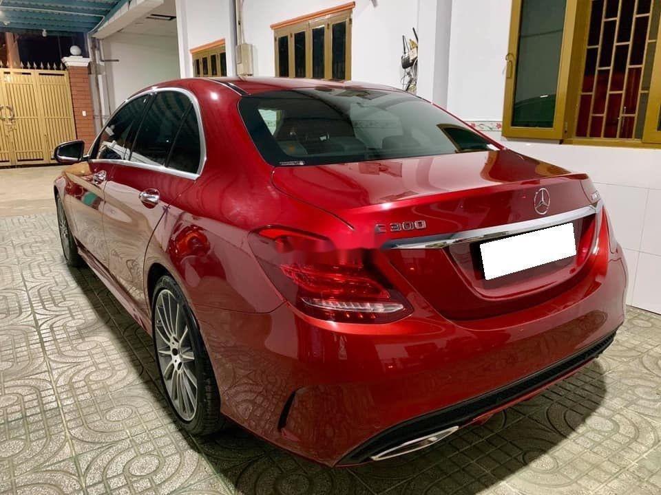 Bán Mercedes sản xuất 2018, màu đỏ còn mới, xe nguyên bản (2)