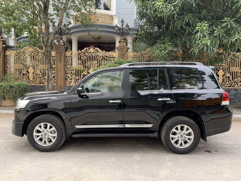 Bán xe Toyota Land Cruiser đời 2017, màu đen, xe nhập, chính chủ (2)
