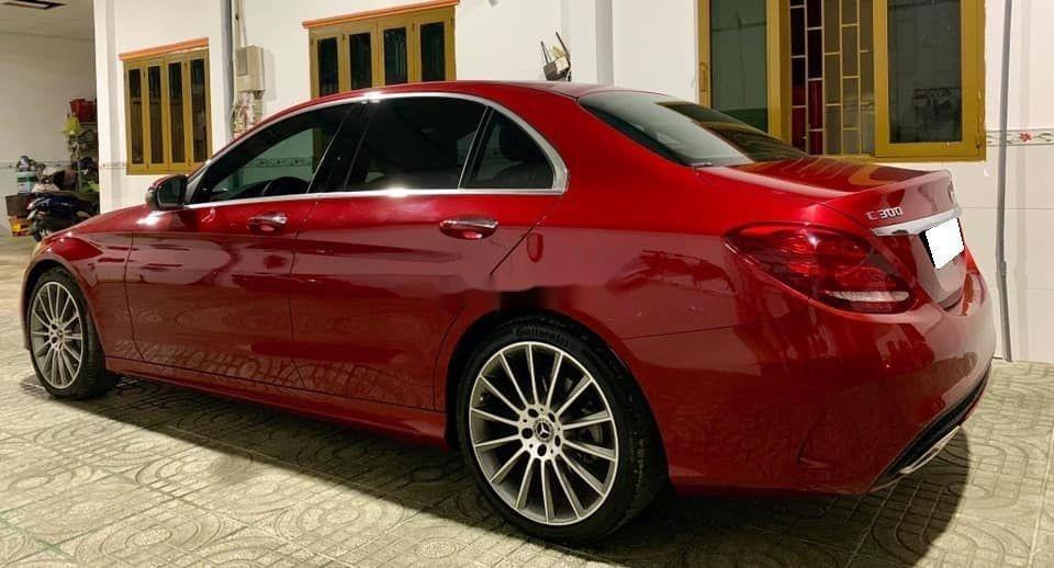 Bán Mercedes sản xuất 2018, màu đỏ còn mới, xe nguyên bản (4)