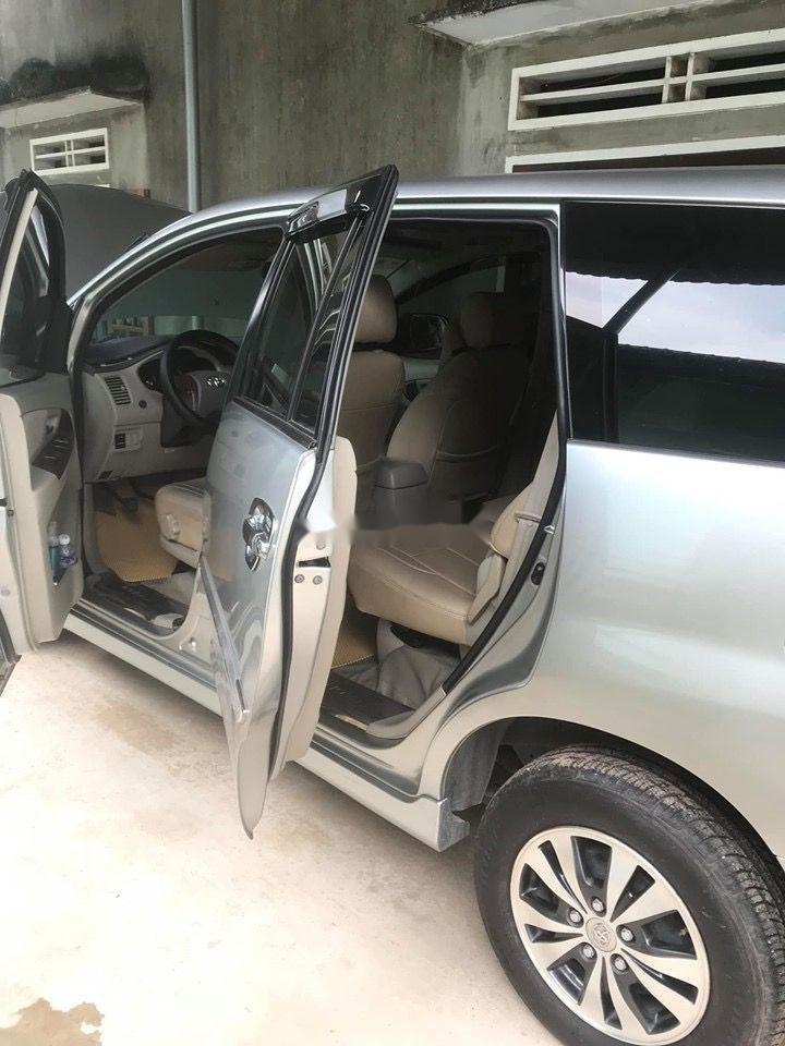 Cần bán Toyota Innova E sản xuất năm 2015, xe gia đình chạy kĩ (8)