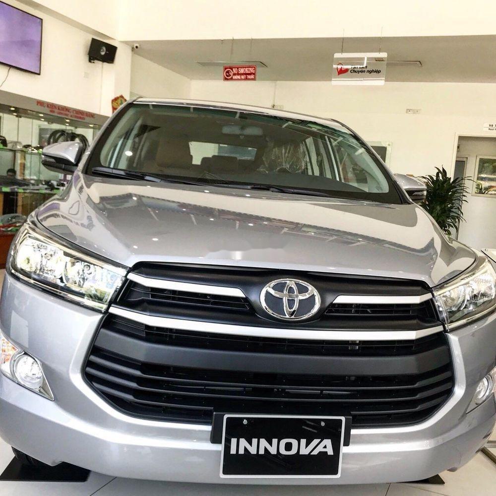Bán xe Toyota Innova E năm sản xuất 2018, màu bạc (1)
