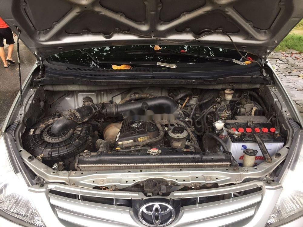 Bán Toyota Innova năm 2011, màu bạc, giá chỉ 390 triệu (7)