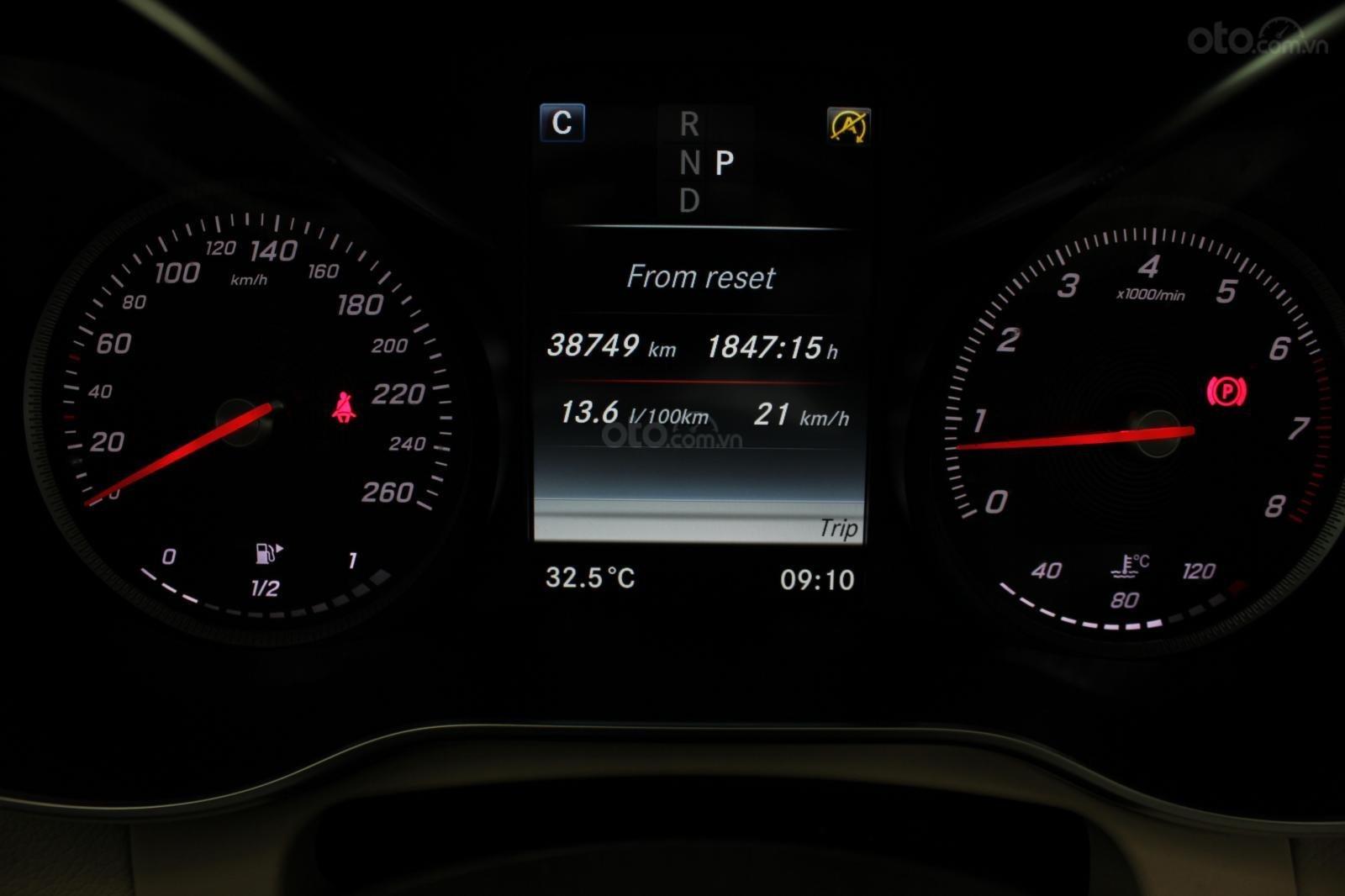 Cần bán Mercedes GLC300 sản xuất 2017, màu nâu (10)