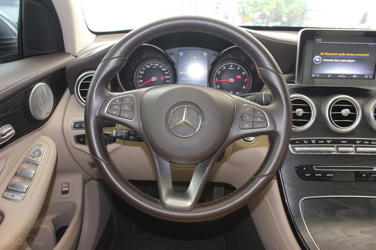 Cần bán Mercedes GLC300 sản xuất 2017, màu nâu (13)