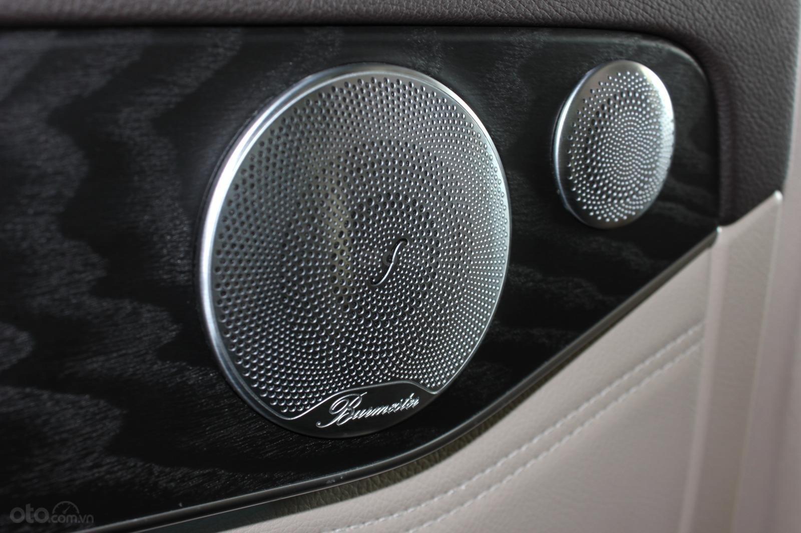 Cần bán Mercedes GLC300 sản xuất 2017, màu nâu (15)