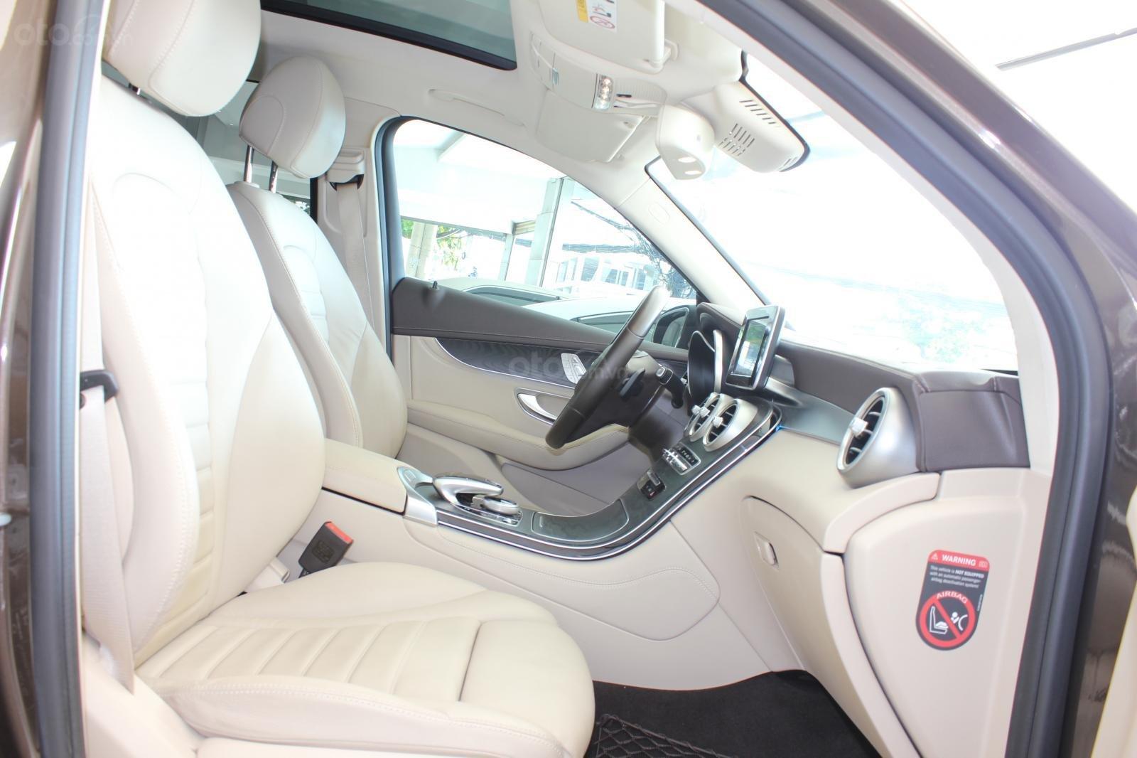 Cần bán Mercedes GLC300 sản xuất 2017, màu nâu (18)
