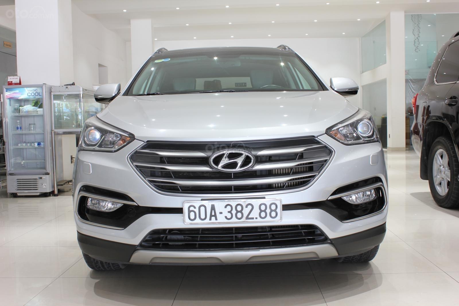 Bán xe Hyundai Santa Fe 2.2 4WD năm sản xuất 2017, màu bạc (2)