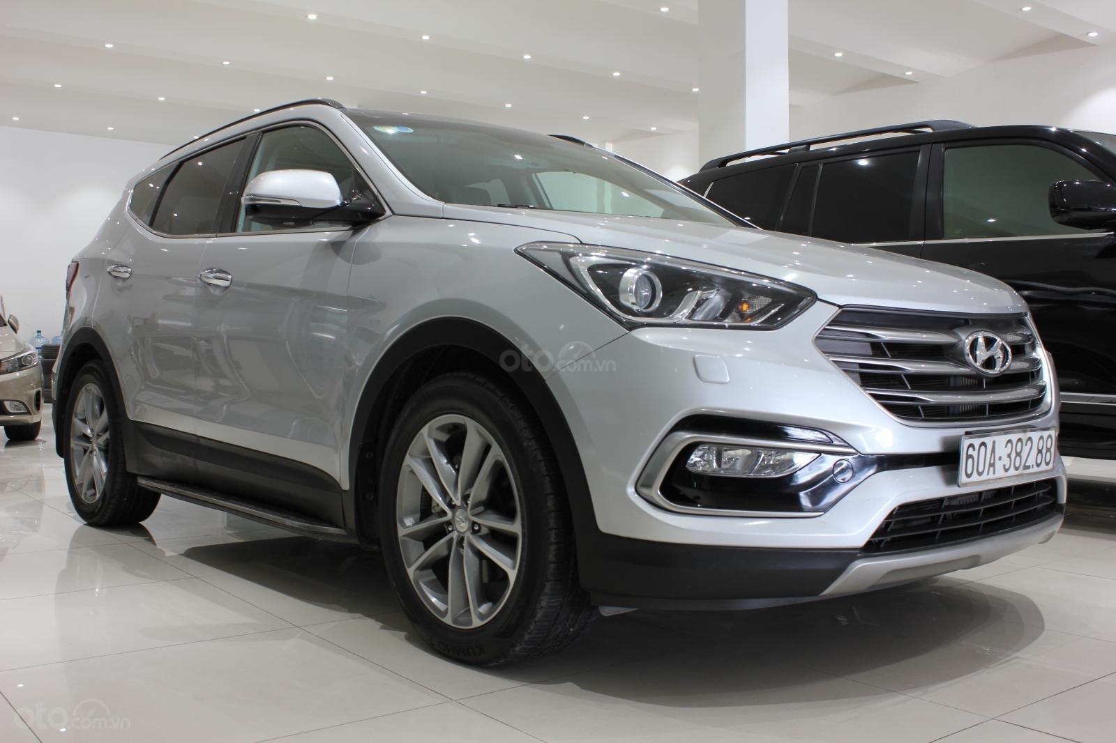 Bán xe Hyundai Santa Fe 2.2 4WD năm sản xuất 2017, màu bạc (3)