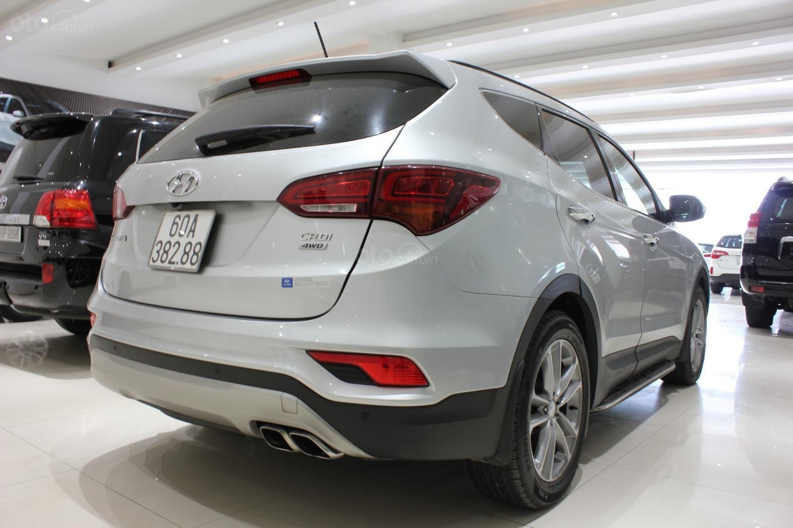 Bán xe Hyundai Santa Fe 2.2 4WD năm sản xuất 2017, màu bạc (5)