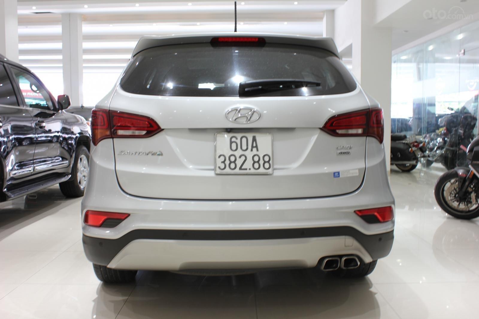Bán xe Hyundai Santa Fe 2.2 4WD năm sản xuất 2017, màu bạc (6)