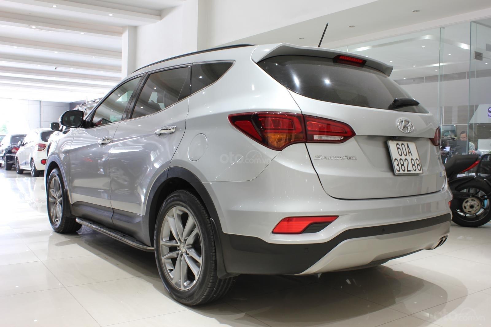 Bán xe Hyundai Santa Fe 2.2 4WD năm sản xuất 2017, màu bạc (7)