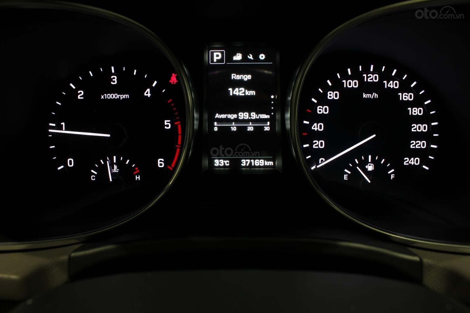 Bán xe Hyundai Santa Fe 2.2 4WD năm sản xuất 2017, màu bạc (10)