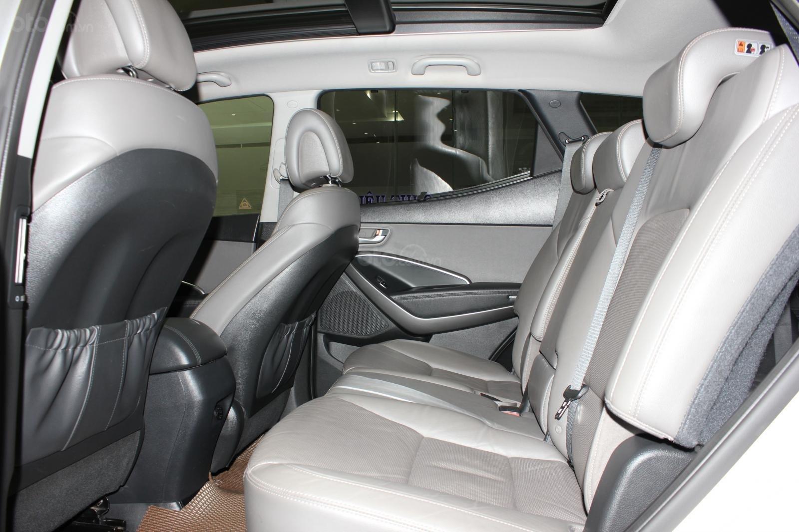Bán xe Hyundai Santa Fe 2.2 4WD năm sản xuất 2017, màu bạc (11)