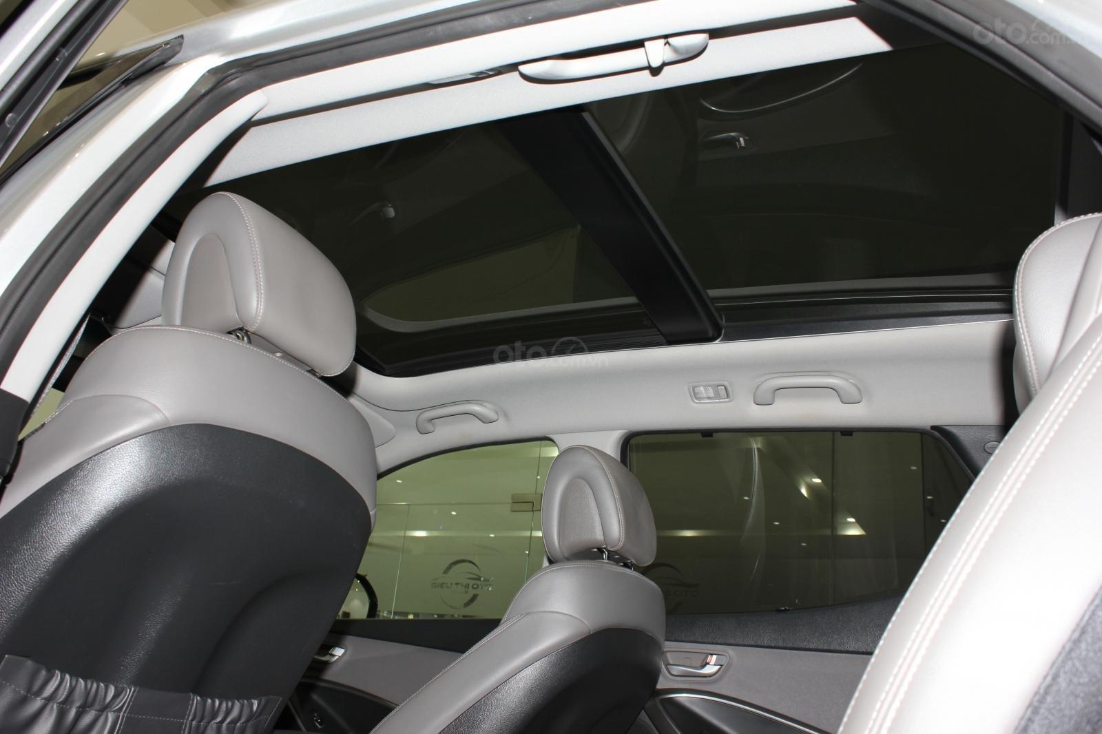 Bán xe Hyundai Santa Fe 2.2 4WD năm sản xuất 2017, màu bạc (12)