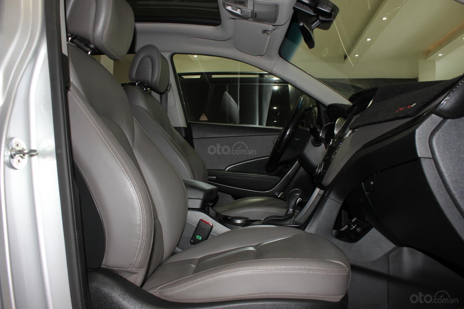 Bán xe Hyundai Santa Fe 2.2 4WD năm sản xuất 2017, màu bạc (17)