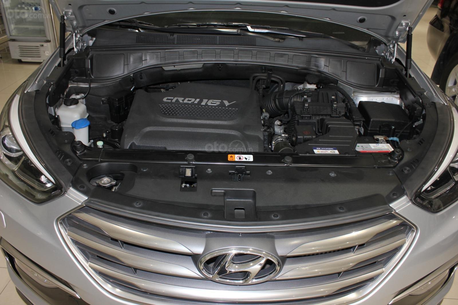 Bán xe Hyundai Santa Fe 2.2 4WD năm sản xuất 2017, màu bạc (19)