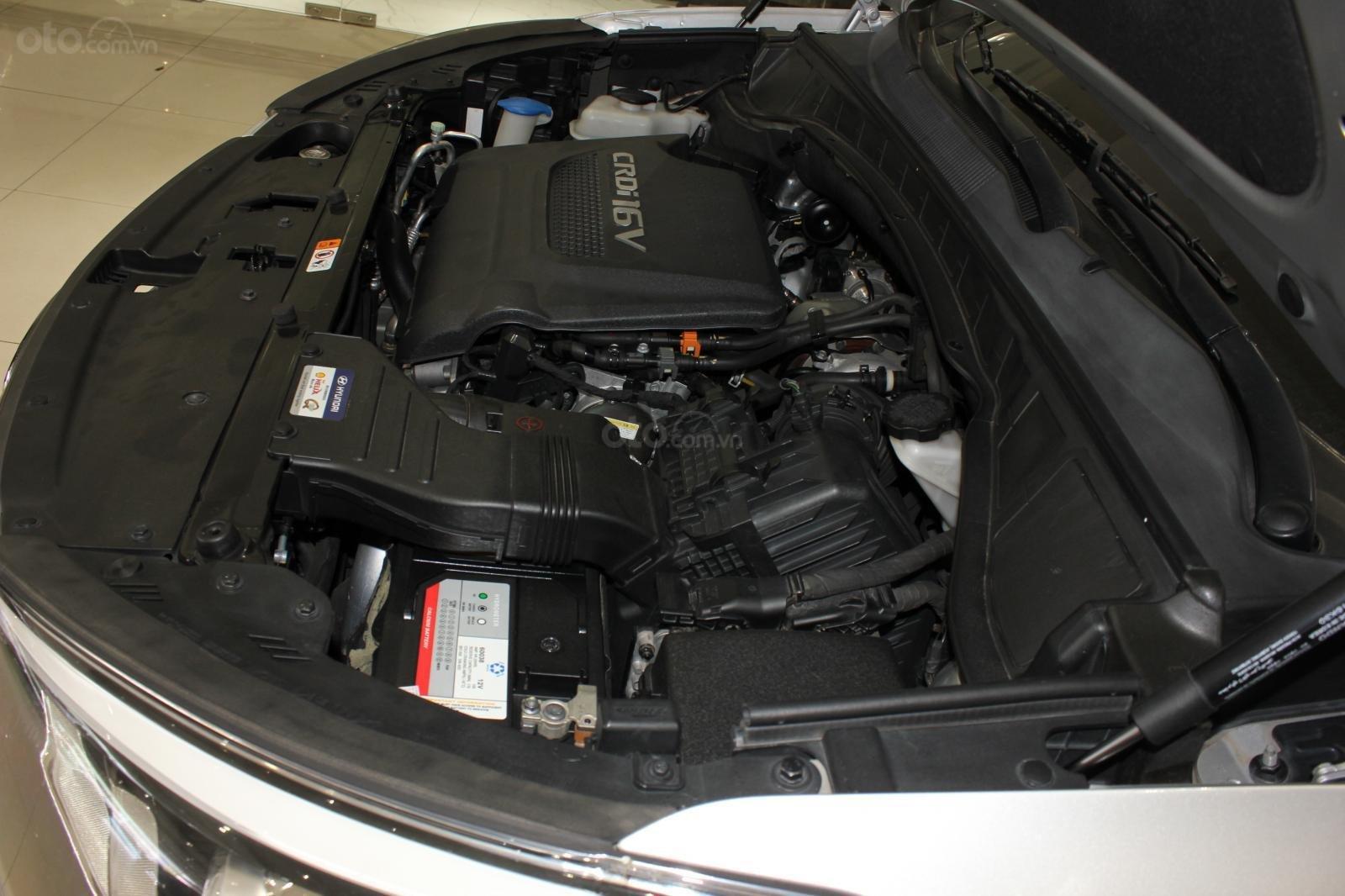 Bán xe Hyundai Santa Fe 2.2 4WD năm sản xuất 2017, màu bạc (20)