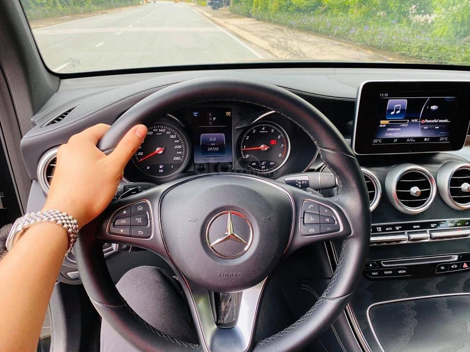 Bán xe Mercedes GLC300 2018 bản mới nhất có Apple Carplay, trả trước 750 triệu nhận xe ngay (7)