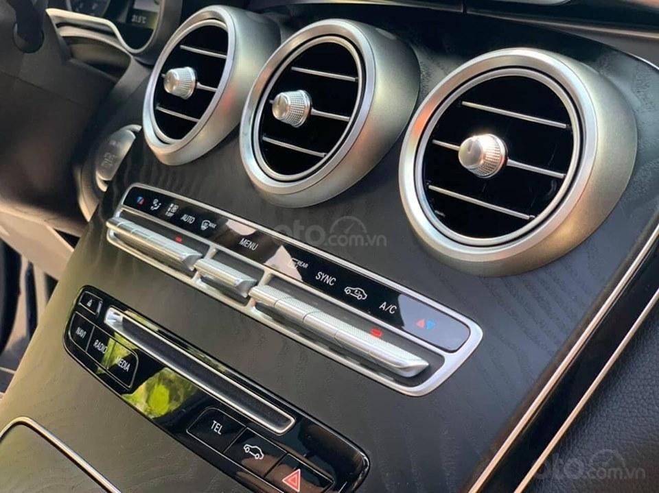 Bán xe Mercedes GLC 300 đời 2019 rất mới hiếm siêu lướt, trả trước 20% nhận xe ngay (13)