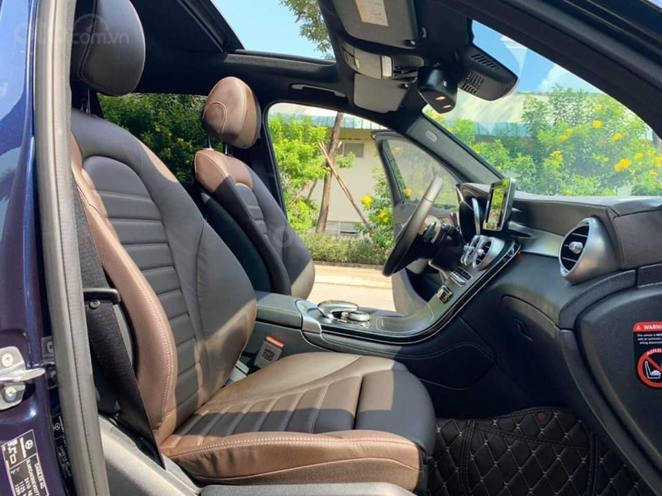 Bán xe Mercedes GLC 300 đời 2019 rất mới hiếm siêu lướt, trả trước 20% nhận xe ngay (11)