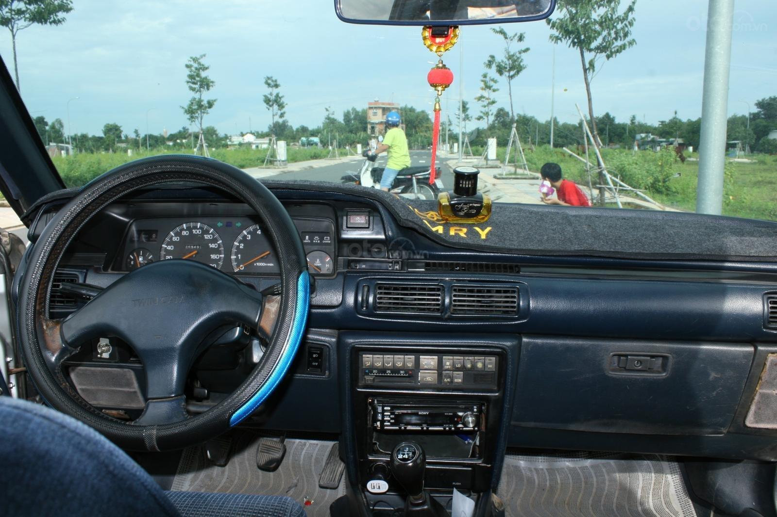 Bán ô tô Toyota Camry đời 1987, màu bạc, nhập khẩu nguyên chiếc chính chủ, giá 90tr (4)