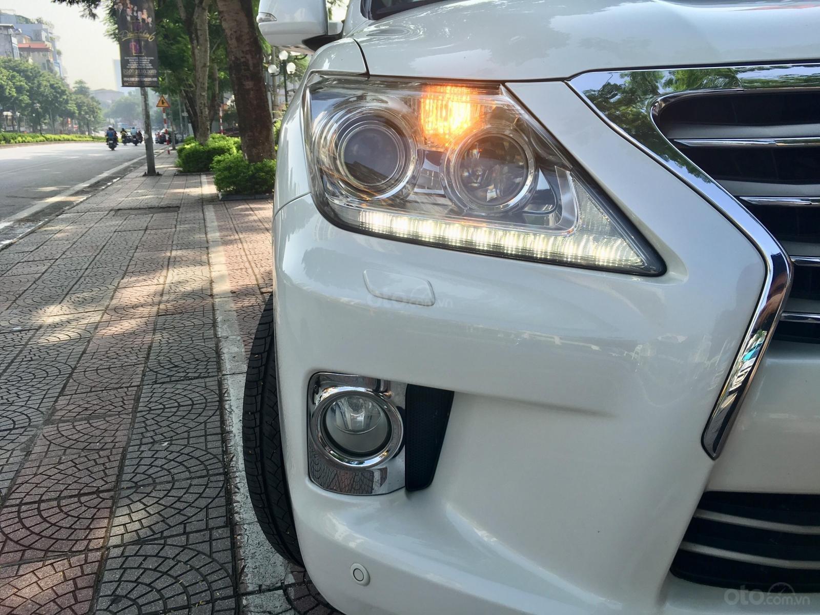 Bán xe Lexus LX 570 sản xuất 2012, màu trắng, nhập khẩu nguyên chiếc (3)