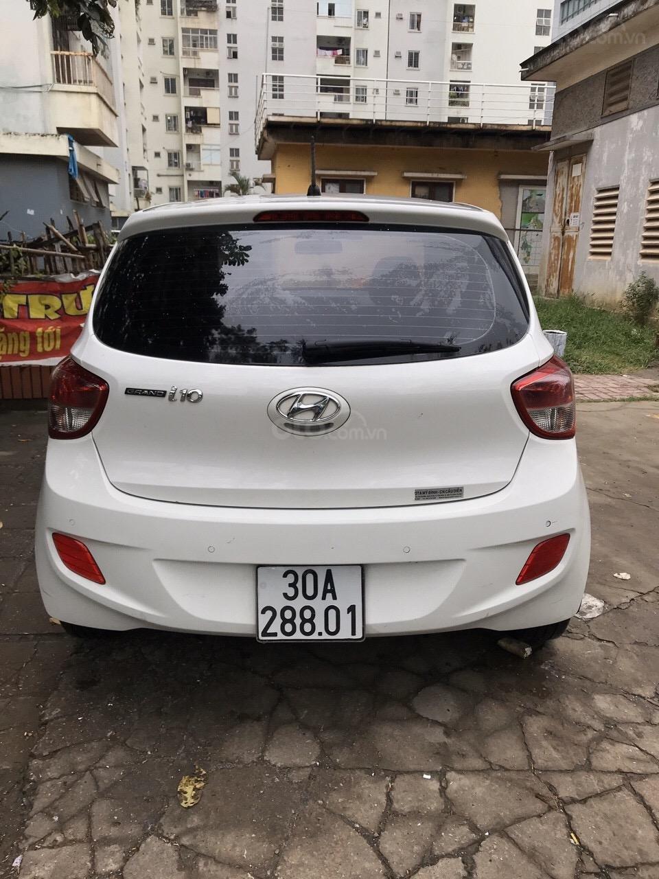 Bán xe Hyundai Grand i10 màu trắng, nhập khẩu nguyên chiếc chính hãng (2)