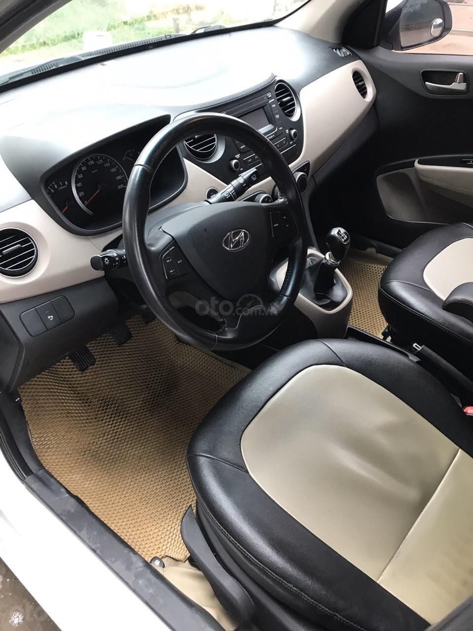Bán xe Hyundai Grand i10 màu trắng, nhập khẩu nguyên chiếc chính hãng (3)