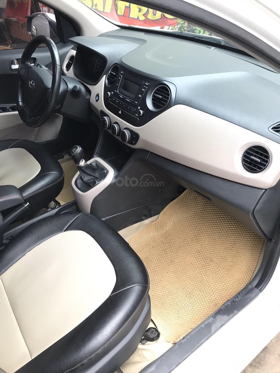 Bán xe Hyundai Grand i10 màu trắng, nhập khẩu nguyên chiếc chính hãng (7)