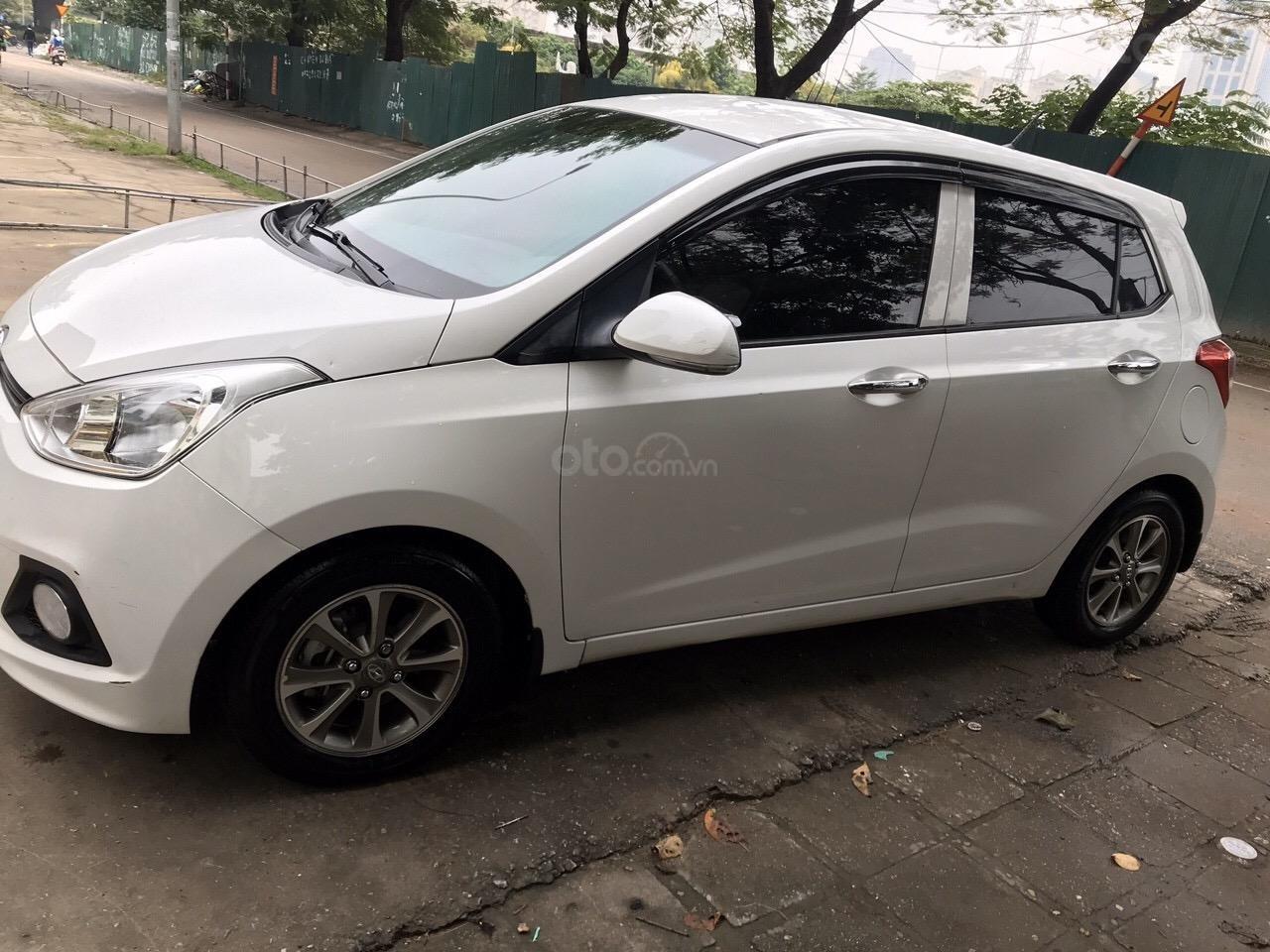 Bán xe Hyundai Grand i10 màu trắng, nhập khẩu nguyên chiếc chính hãng (5)