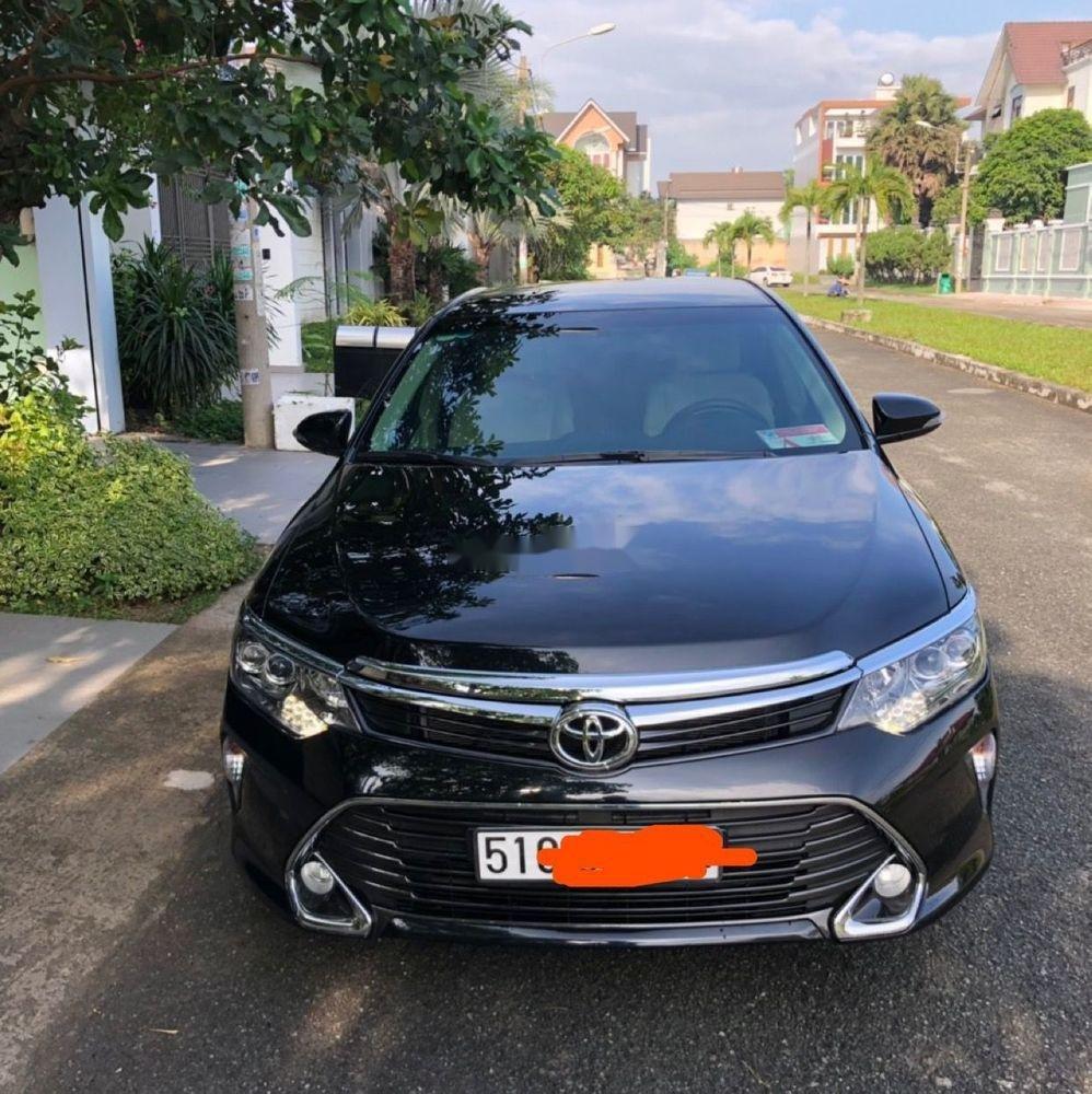 Bán xe Toyota Camry 2.0E đời 2018, màu đen còn mới (1)