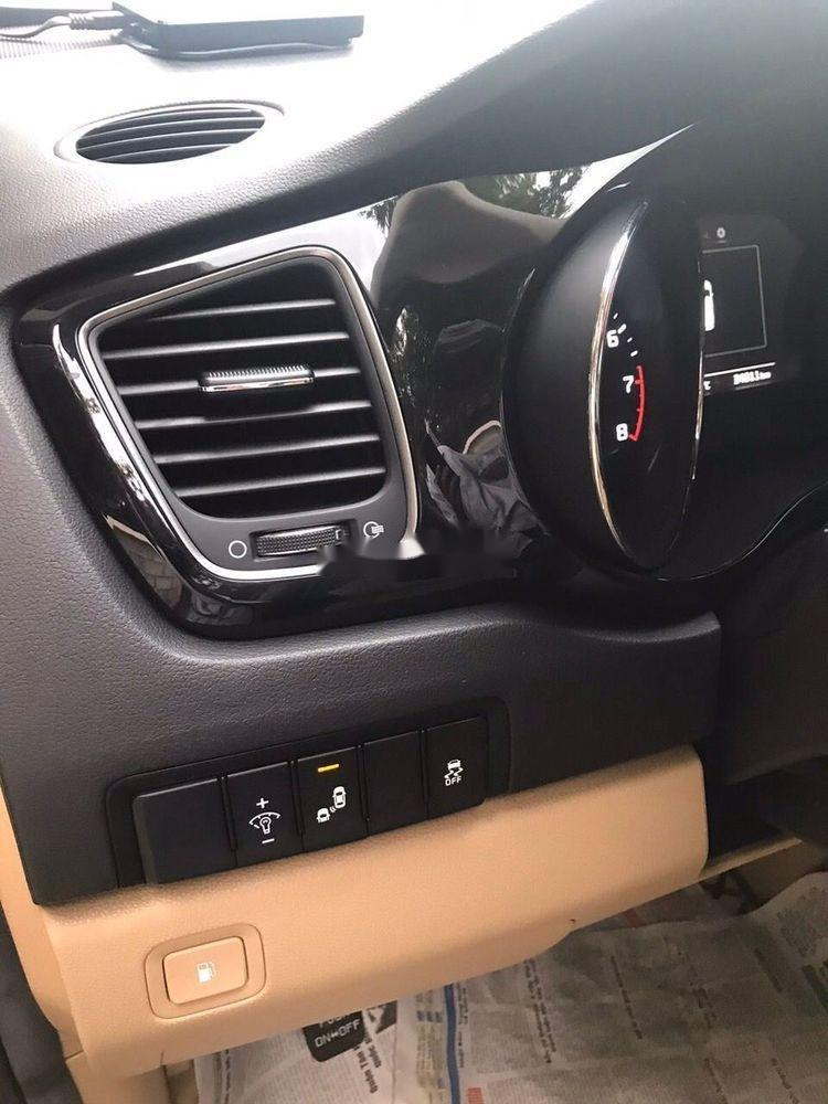 Cần bán Kia Sedona năm sản xuất 2016, xe nguyên bản (5)