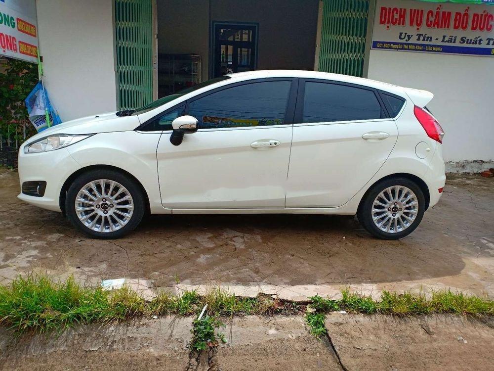 Cần bán lại xe Ford Fiesta đời 2017, màu trắng xe nguyên bản (1)