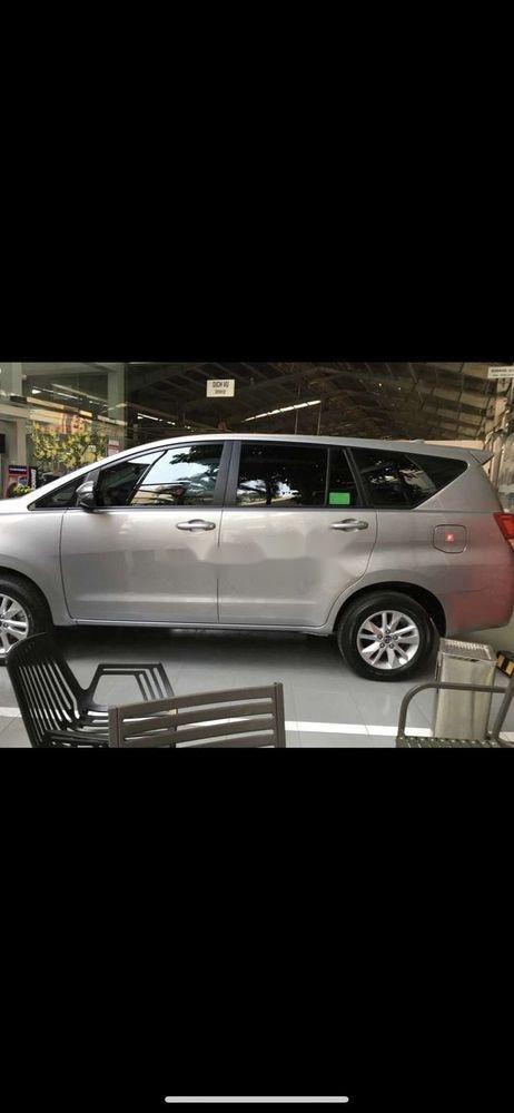 Cần bán xe Toyota Innova năm sản xuất 2018, màu bạc, giá 680tr (1)