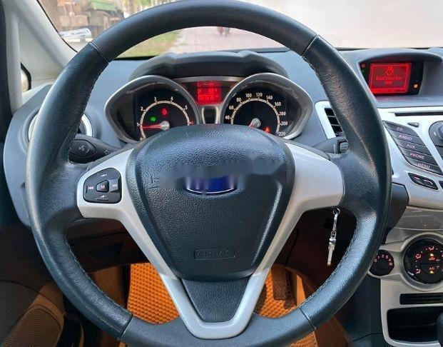 Bán xe Ford Fiesta đời 2013, màu trắng xe nguyên bản (6)