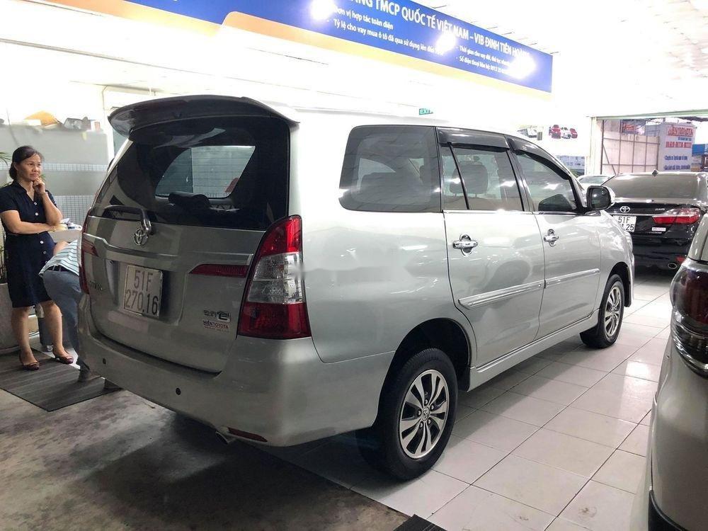Cần bán Toyota Innova sản xuất năm 2015, màu bạc, nhập khẩu xe gia đình, giá chỉ 580 triệu (2)