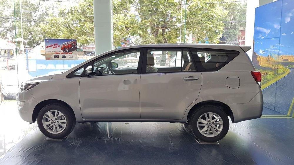 Cần bán Toyota Innova sản xuất năm 2019, giá ưu đãi (2)
