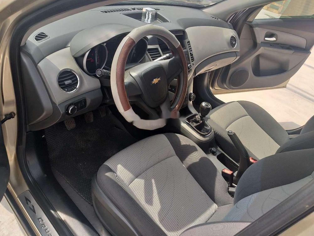 Bán Chevrolet Cruze năm sản xuất 2010 chính chủ, số sàn (8)