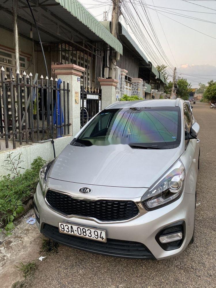 Cần bán Kia Rondo năm sản xuất 2017, màu bạc, nhập khẩu nguyên chiếc (2)