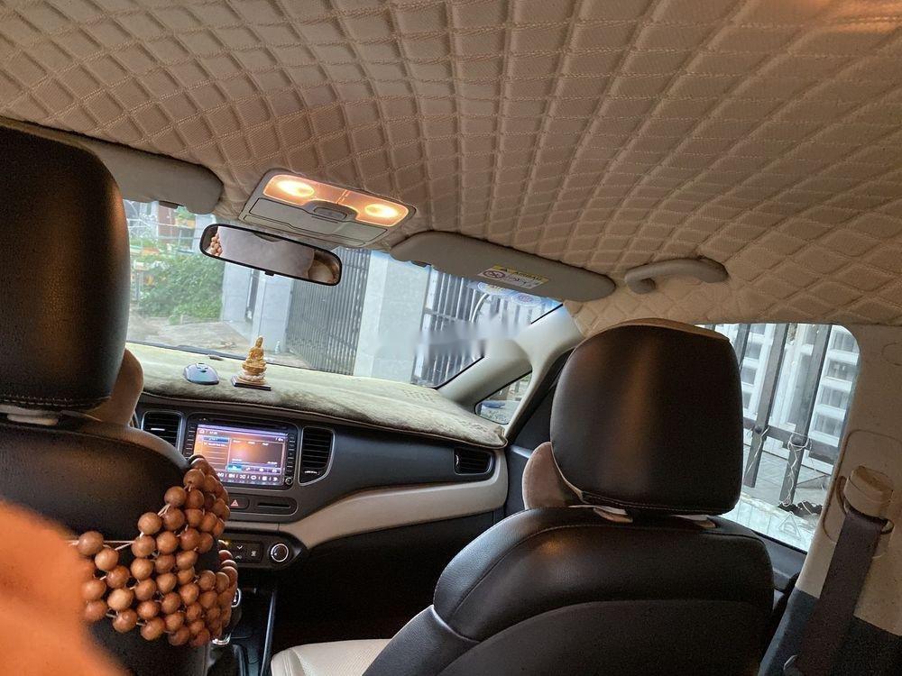 Cần bán Kia Rondo năm sản xuất 2017, màu bạc, nhập khẩu nguyên chiếc (7)