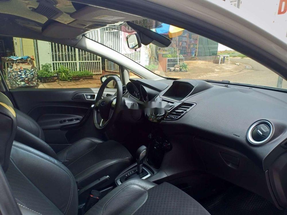 Cần bán lại xe Ford Fiesta đời 2017, màu trắng xe nguyên bản (4)
