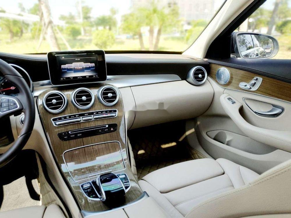 Bán Mercedes năm sản xuất 2016, màu đen xe nguyên bản (11)