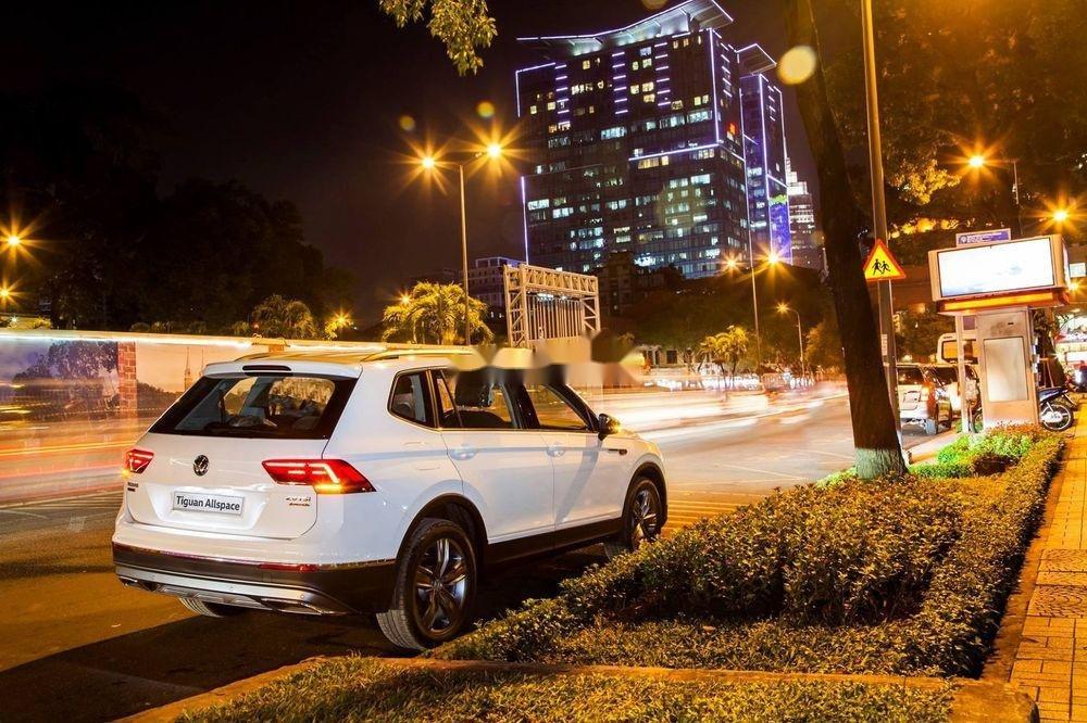 Cần bán Volkswagen Tiguan Allspace sx 2019, tính năng hiện đại (4)