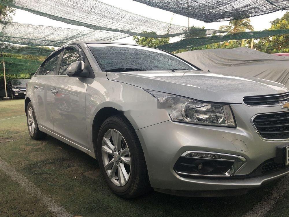 Cần bán gấp Chevrolet Cruze LT đời 2017 xe gia đình (1)