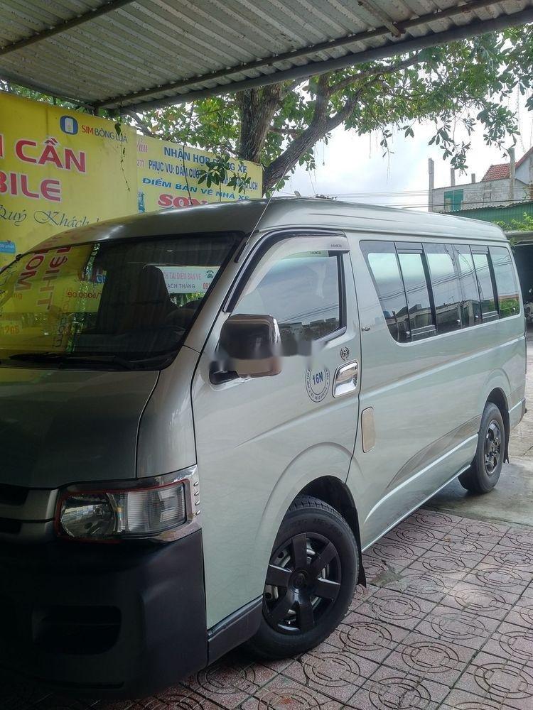 Cần bán lại xe Toyota Hiace năm sản xuất 2010 (1)